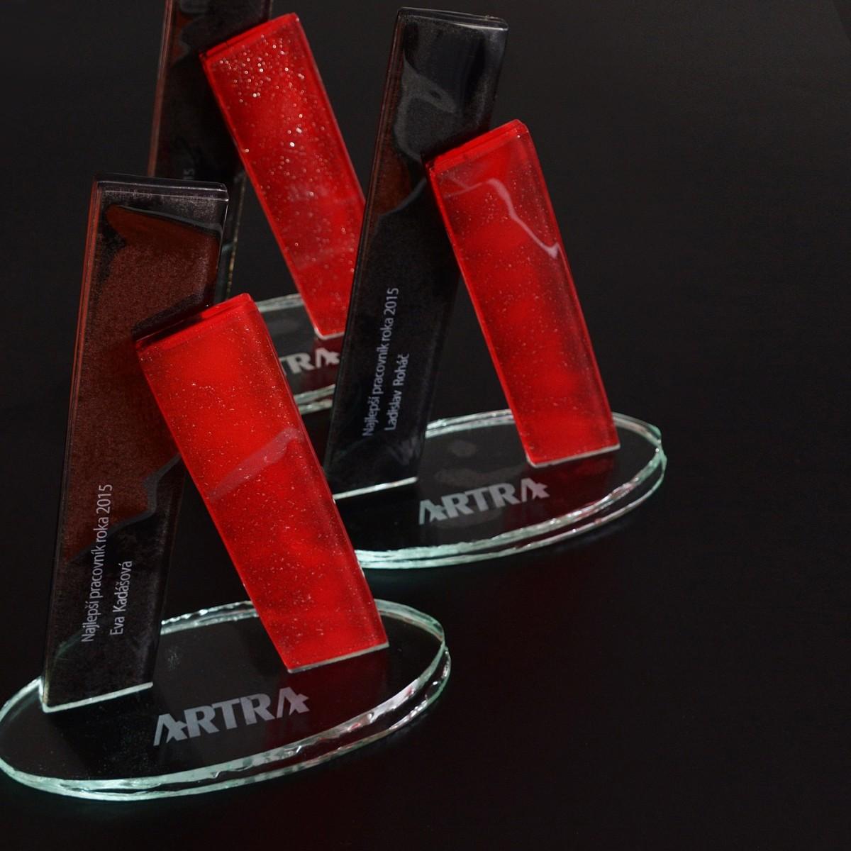 Ocenenia zo skla pre najlepších pracovníkov firmy ARTRA  22a30a3d2b6